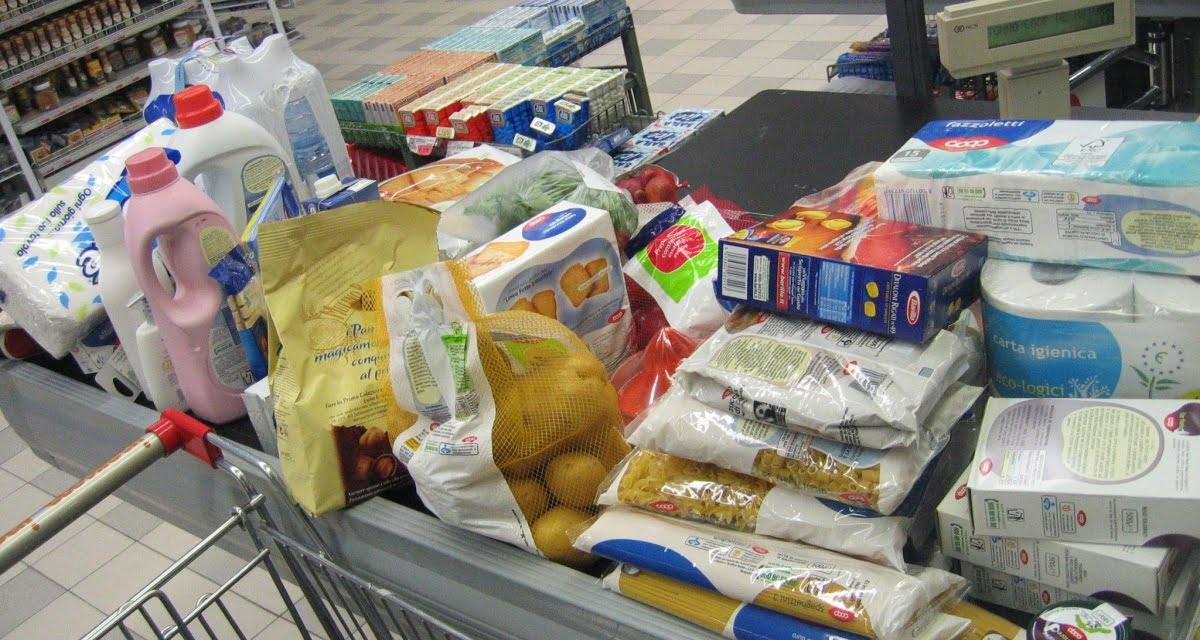 Milano, aperto il primo supermercato in cui i cassieri ti danno il tempo di imbustare la spesa